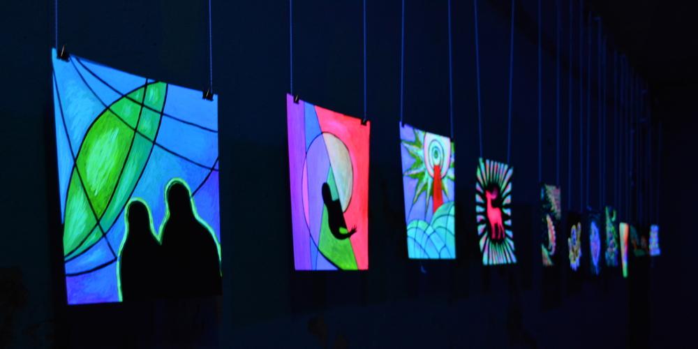 выставка светящихся картин, фото с выставки ночьпросвет maryatekun.ru